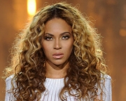 Beyonce-performs-on-her-M-010.jpg