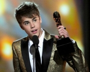 LAS VEGAS, NV - MAY 22: Singer Justin Bieber accepts the Digital Artist of the Year award onstage during the 2011 Billboard Music Awards at the MGM Grand Garden Arena May 22, 2011 in Las Vegas, Nevada.   Ethan Miller/Getty Images for ABC/AFP